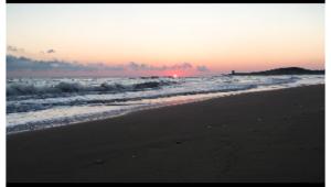 Vieste alba al mare